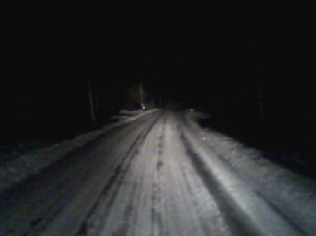 mörk vinterväg